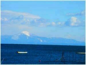 雪を被った伊吹山(琵琶湖西岸から撮影)