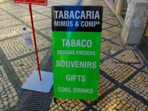 写真はコインブラの町の中で見た煙草の看板