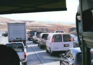 ヨセミテ方面へ向かう車列