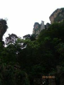 エレベータ(岩山の四角い物)