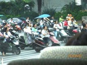 群れをなすバイク