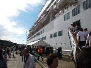 金沢港での乗船風景