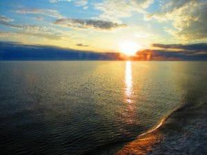 北海に沈み行く夕陽
