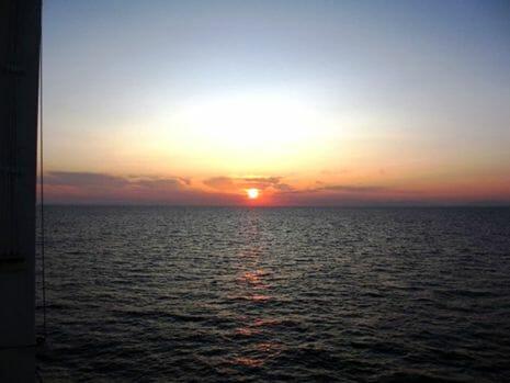 日本海に沈み行く夕陽