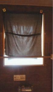 手作りの黒いカーテン