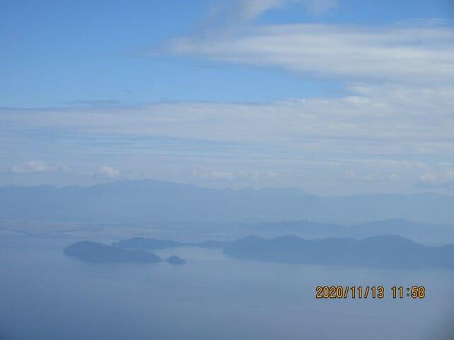 沖島の右には安土城跡がある